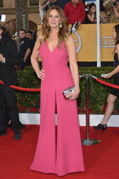 How-great-did-Julia-Roberts-look-her-hot-pink-jumpsuit